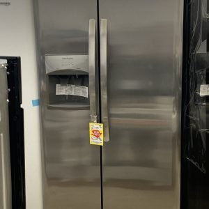 Model LFSS2312Tf4 Frigidaire 22 cu ft Side by Side Refrigerator with Ice Maker