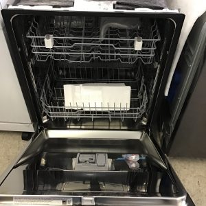 LDFN3432TFront Control Dishwasher with QuadWash™
